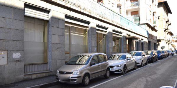 NEGOZIO CON VETRINE FRONTE STRADA IN AFFITTO A BIELLA